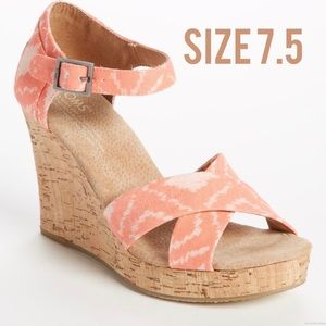 Toms Geometric Ikat Wedges
